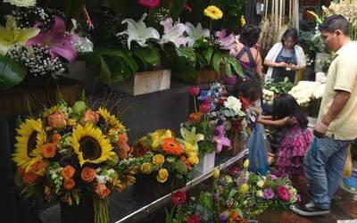 Incrementa Demanda En Florerías Por Graduaciones El Sol De