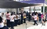 Los trabajadores exigen el pago de prestaciones y adeudos; mantendrán su manifestación hasta obtener respuesta