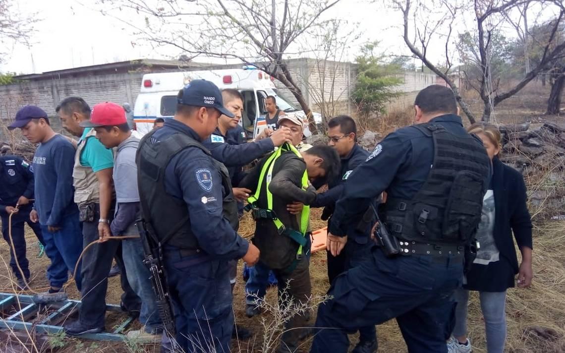 Rescatan a dos jóvenes de un profundo pozo en Axochiapan - El Sol de Cuernavaca