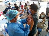 Personal educativo llegó temprano la mañana de este miércoles a diferentes sedes a fin de recibir la primera dosis de la vacuna contra el Covid-19