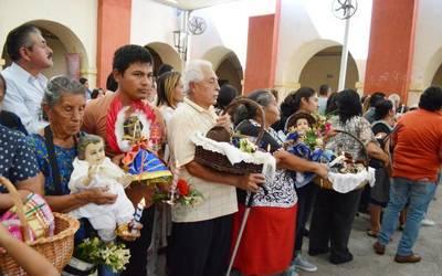 Asisten Cuautlenses A La Iglesia De Santiago Apóstol A