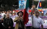 Julián LeBaron y Javier Sicilia en la marcha por la paz 2011