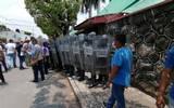 En la Junta Local del Impepac, los manifestantes exigen se abran las puertas para que puedan ingresar y presenciar la sesión