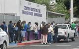 """El secretario de Salud informó que muchos de ellos ya reciben este miércoles su vacuna en el hospital """"José G. Parres"""""""